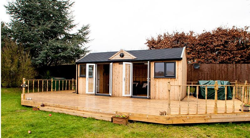 Optimise the practical space of your garden room with addi-tional decking