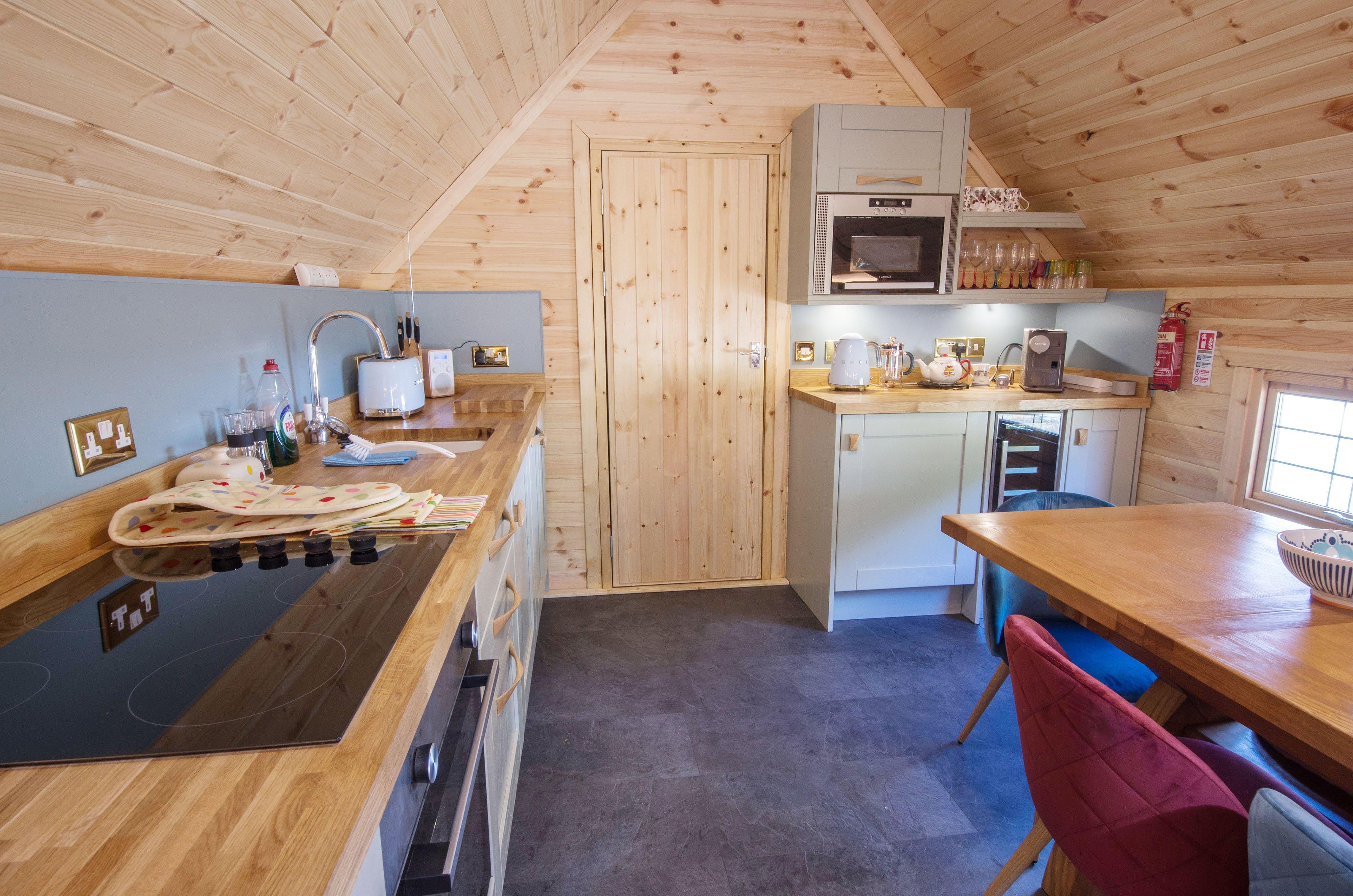 Camping Cabins - Kirnan Lodge Kitchen